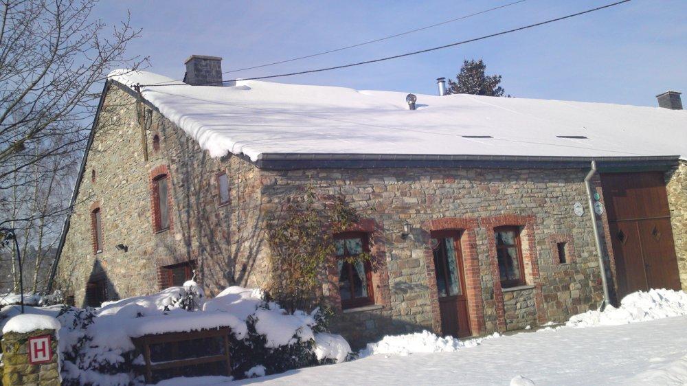 phoca_thumb_l_les-2-gtes-sous-la-neige