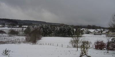 vue arrière jardin sous la neige