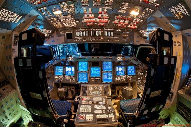 Cockpit-space-schuttle