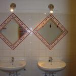 Les Lhommalinnes 1 spiegels van d e badkamer